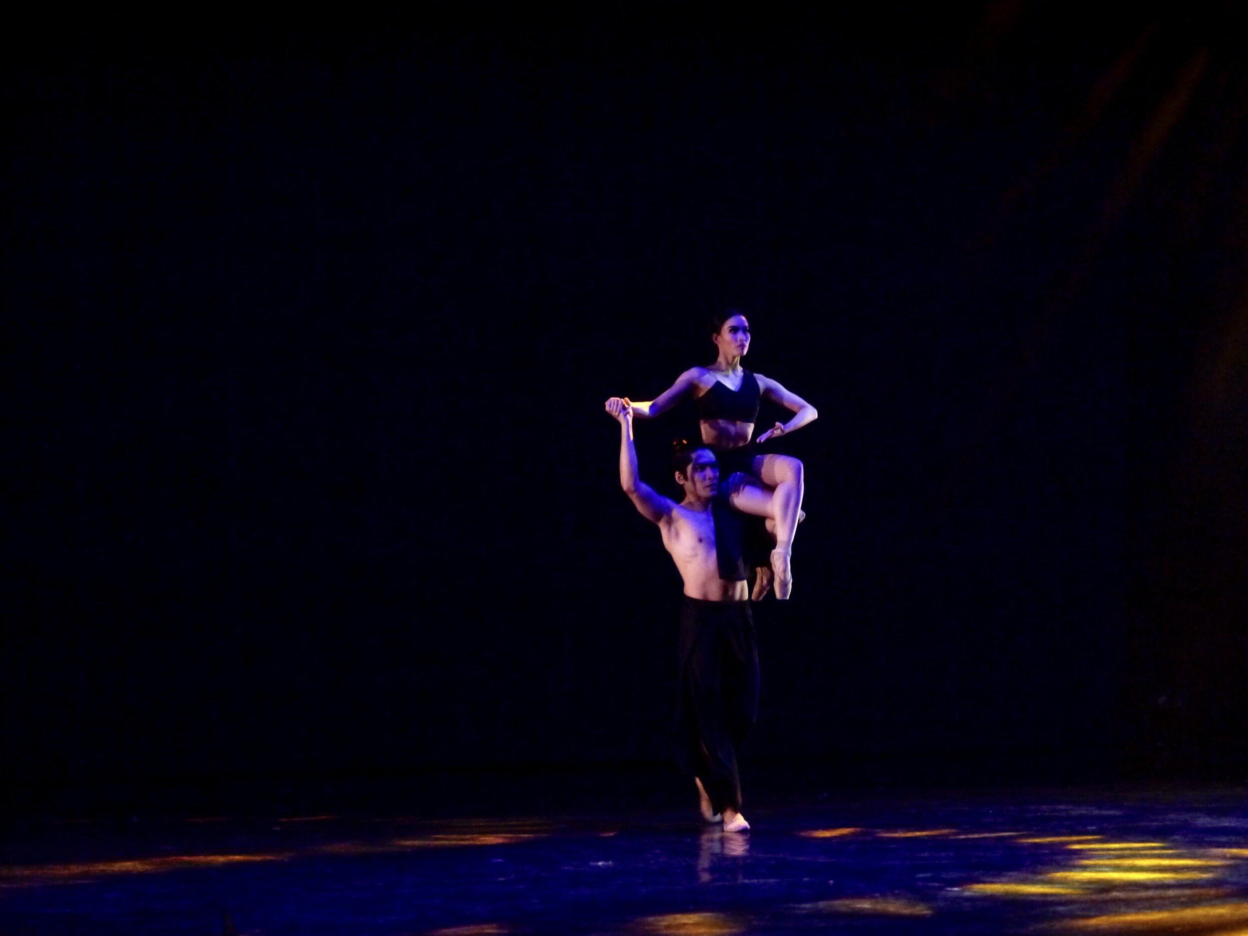 Principal dancers Romeo Peralta and Joan Emery Sia in Bam Damian's  El Adwa . Photo by Giselle P. Kasilag