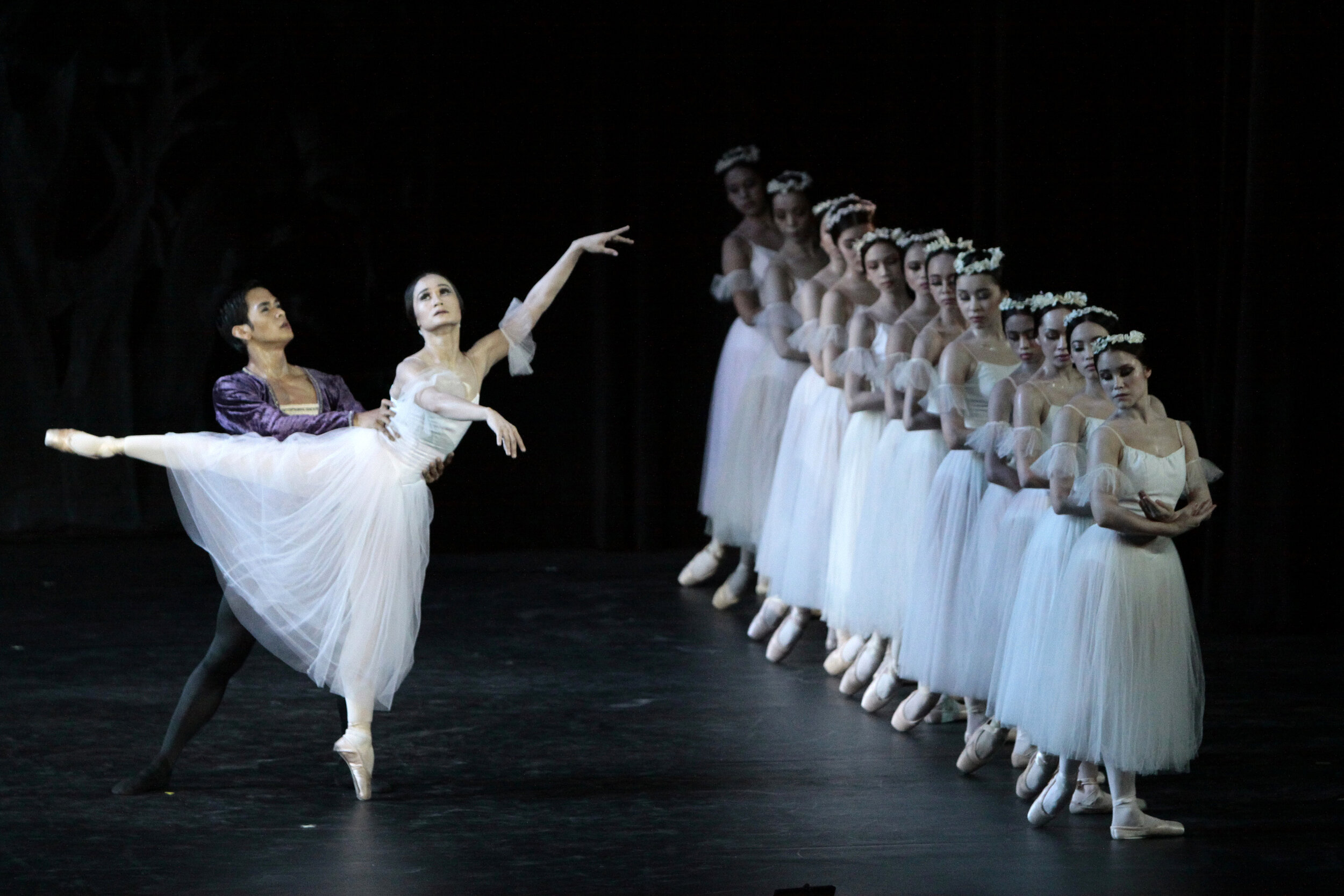 "In 2010, principal dancer Rudy De Dios partnered prima ballerina Lisa Macuja-Elizalde in ""Giselle"""