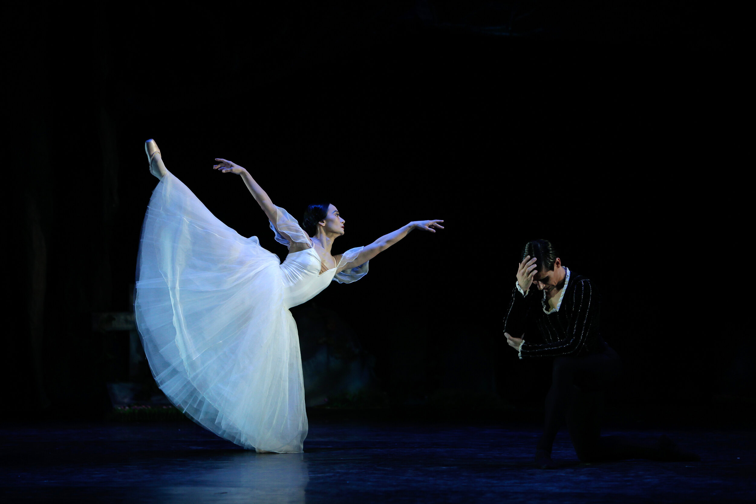 "As part of her Swan Song Series, prima ballerina Lisa Macuja-Elizalde performed ""Giselle"" for the last time with guest artist Mikhail Martynyuk in 2012"