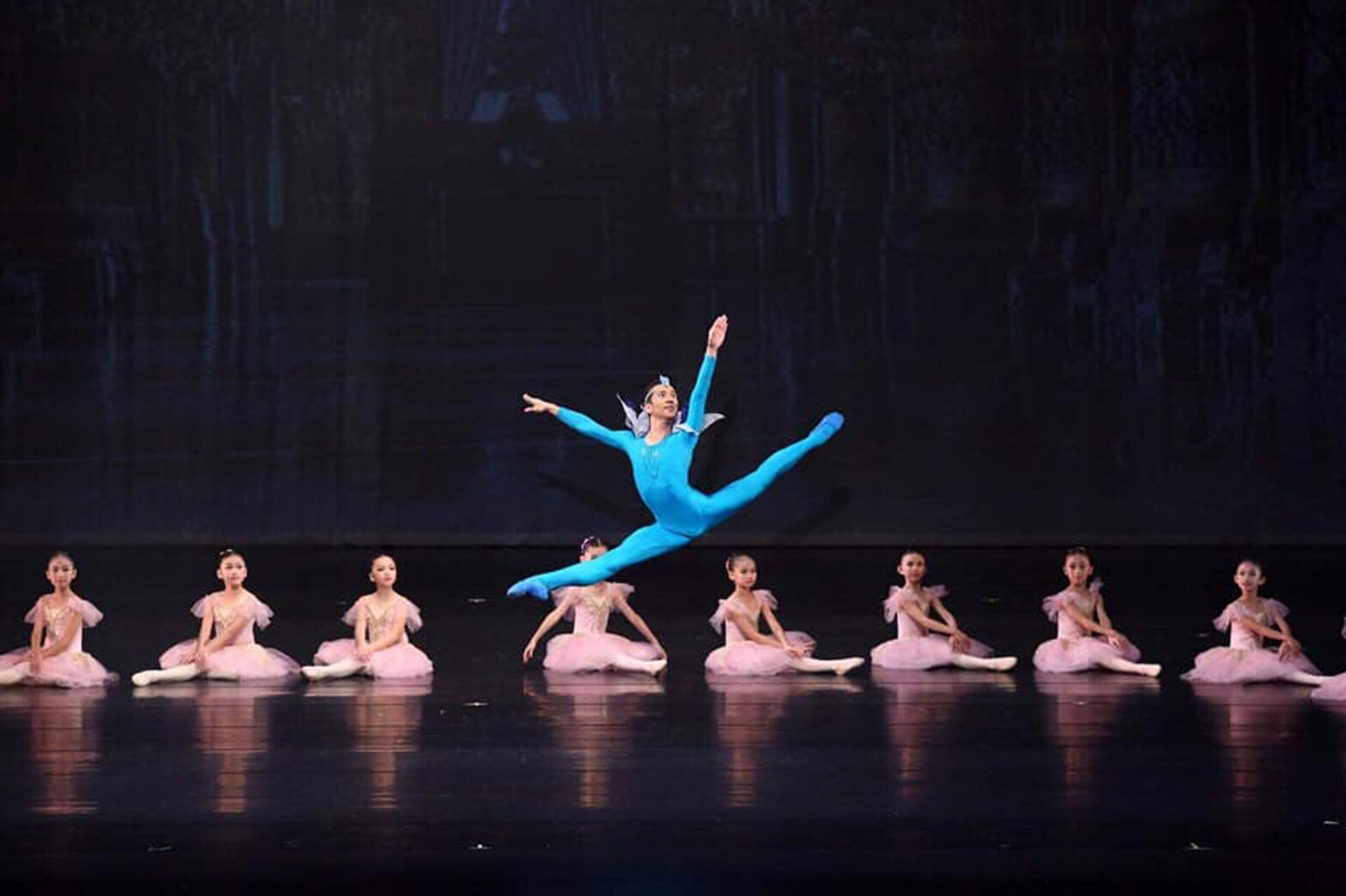 Brian Sevilla in the  Bluebird Variation,  together with the kiddie ballerinas of Zhongli Youth Ballet.