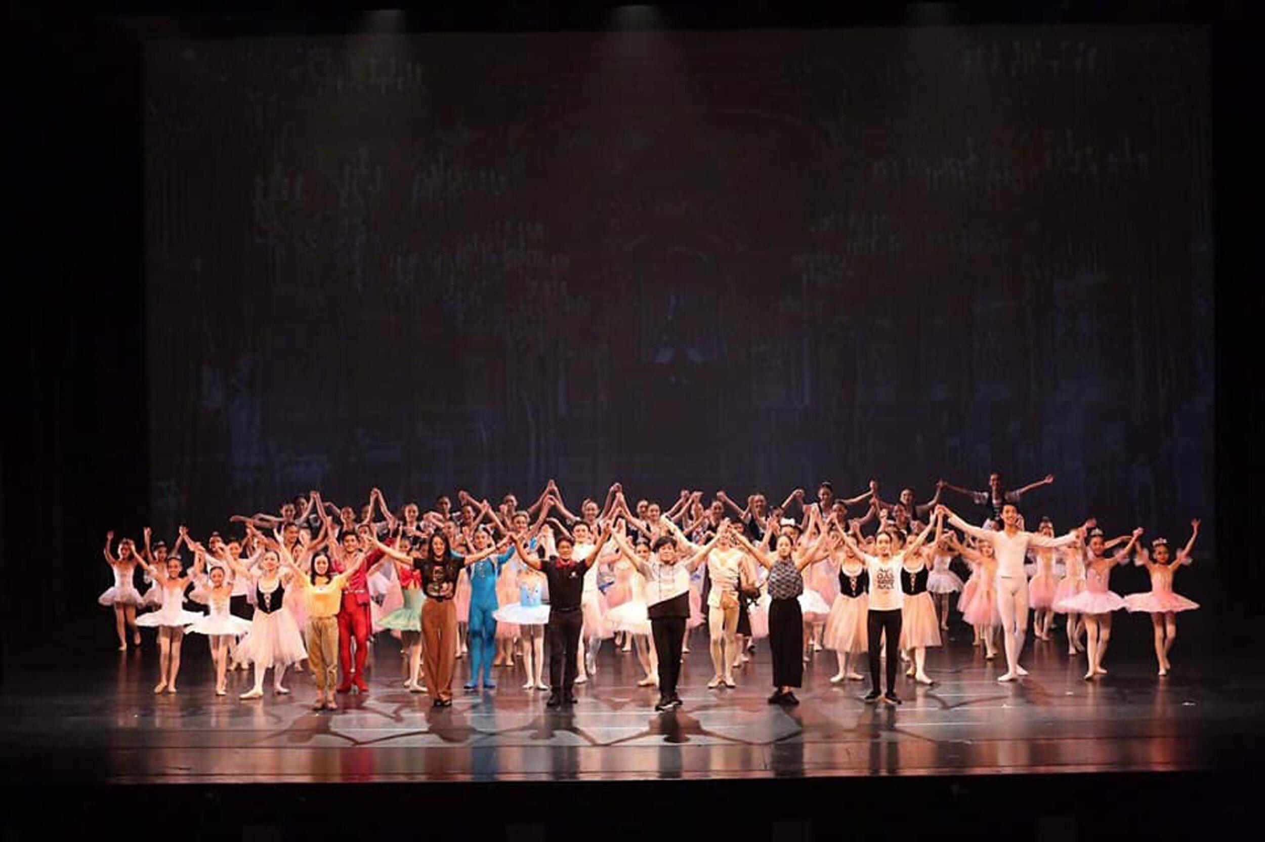 Ballet Manila and Zhongli Youth Ballet at curtain call