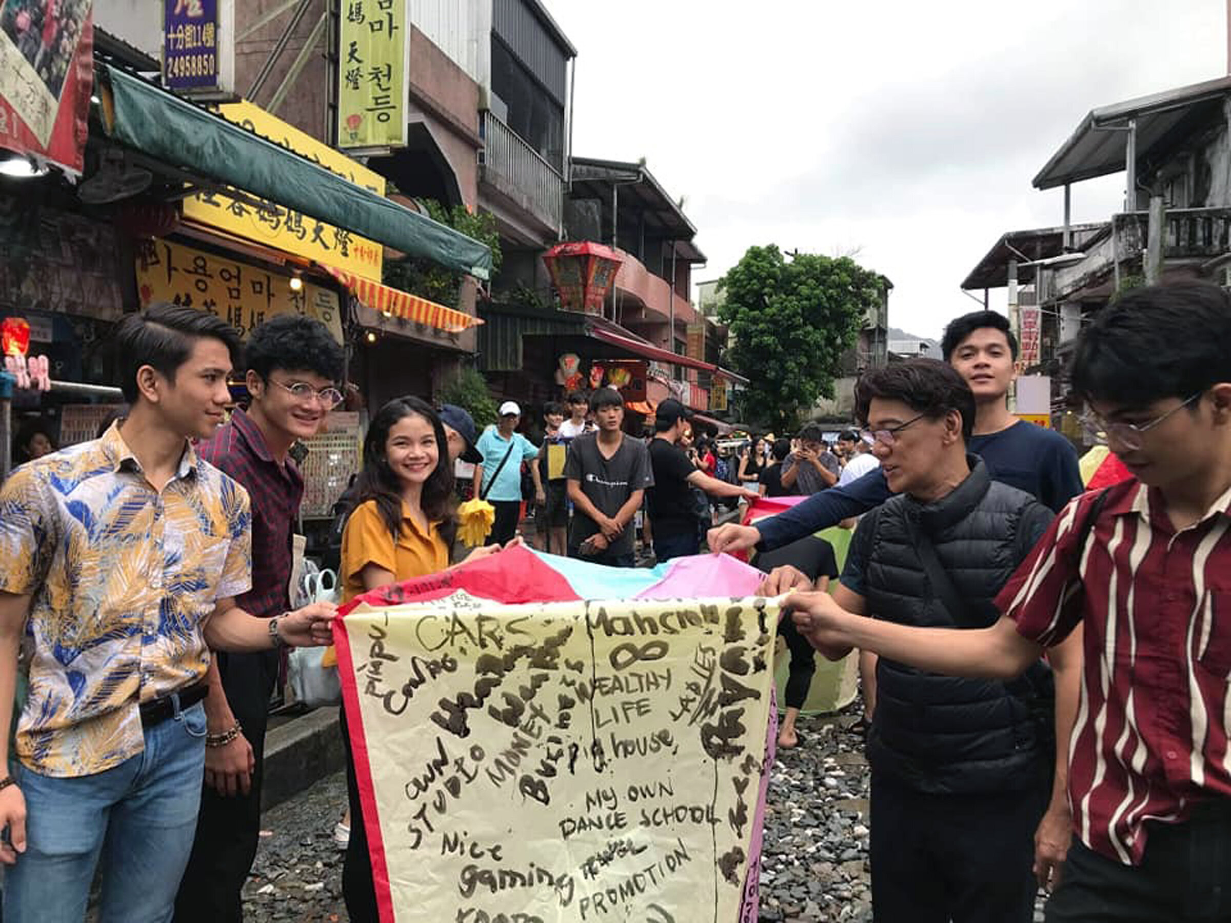 In Ping Xi, the group prepares to light their sky lantern bearing their wishes for good health and fortune.