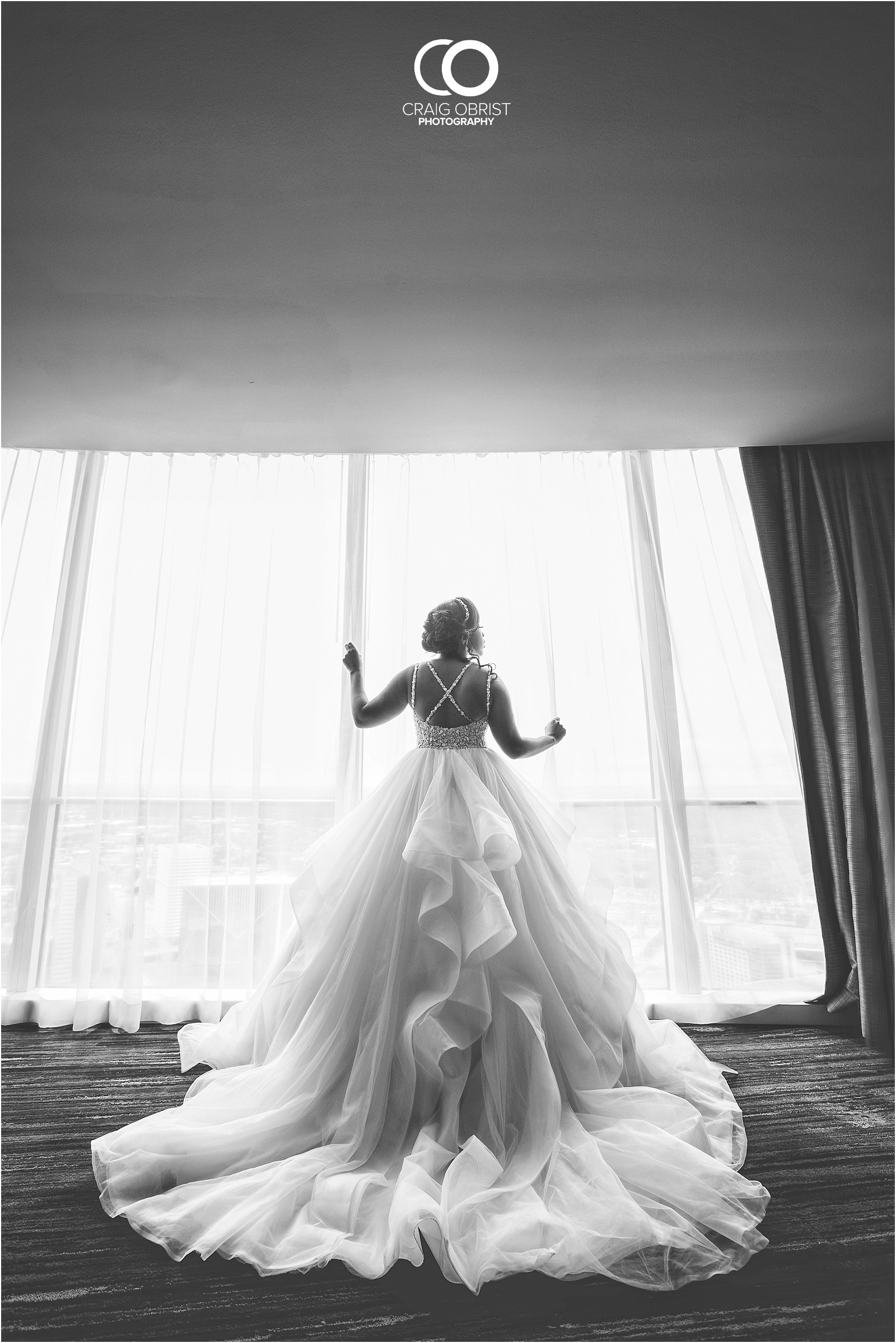 200 peachtree southern exchange wedding portraits atlanta skyline_0018.jpg