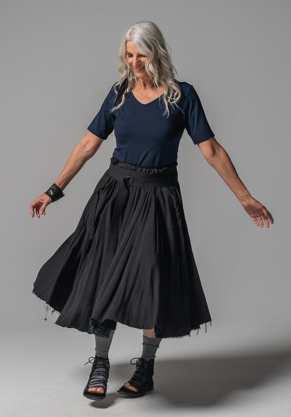 Viola tee, Elastic belt + Mist midi skirt
