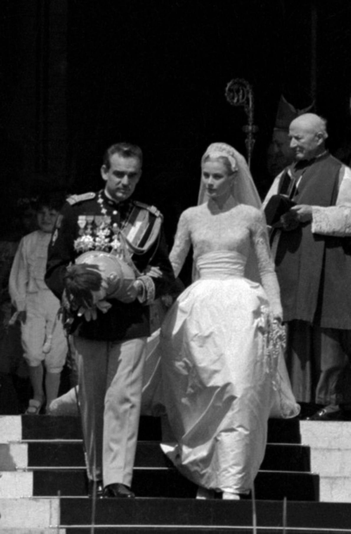 grace-kelly-wedding-ring-2-1-grace-kelly-engagement-ring-picture-prince-rainier-0515-1190-x-1807.jpg