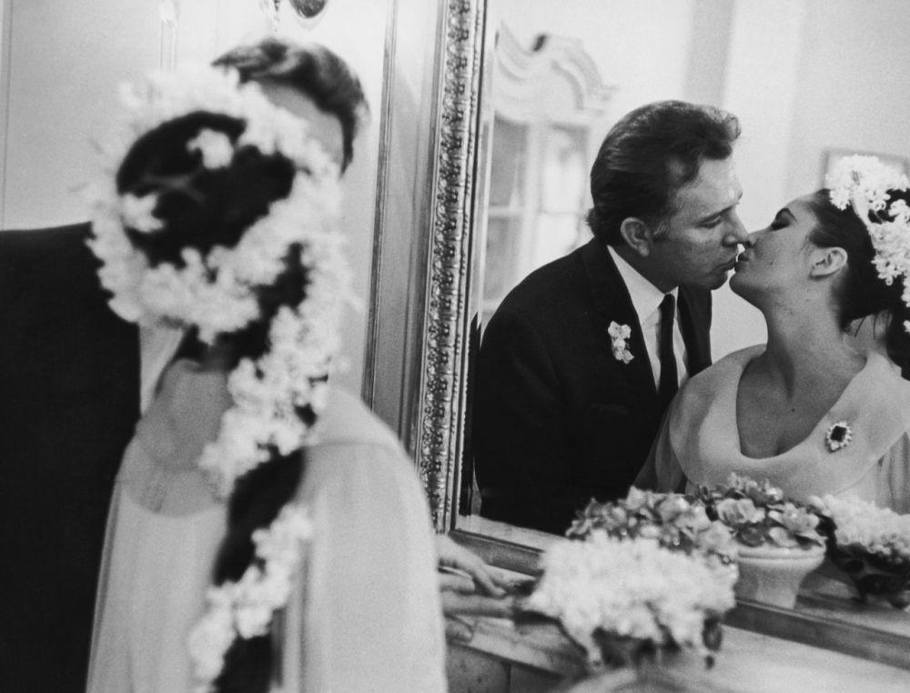 Richard-Burton-Elizabeth-Taylor-on-their-wedding-day-March-15th-1964.jpg
