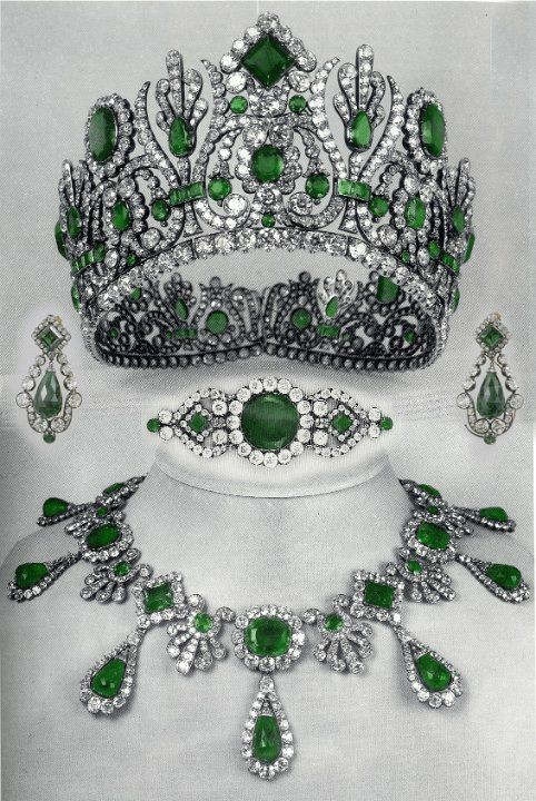 emerald-diamond-parure-belonging-to-marie-louise.jpg