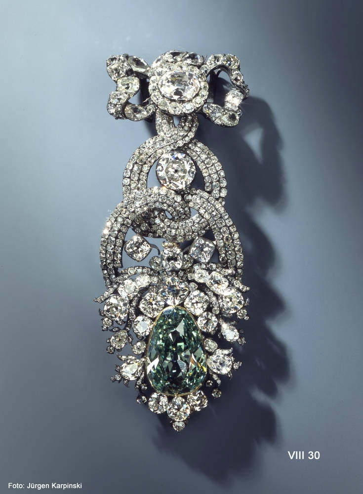 dresden-green-diamond-on-display.jpg