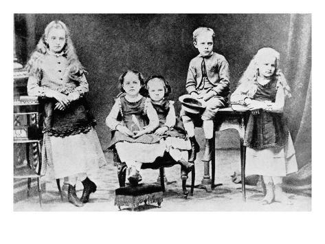 marie-curie-as-a-child-with-her-brother-and-sisters_i-G-38-3844-AZWYF00Z.jpg
