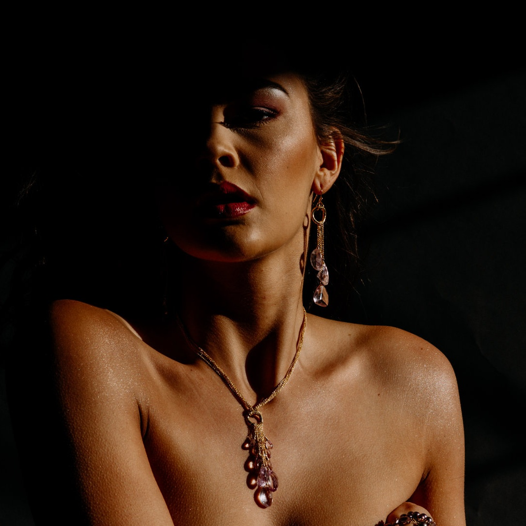 model wearing a pink amethyst multi drop and gold chain necklace