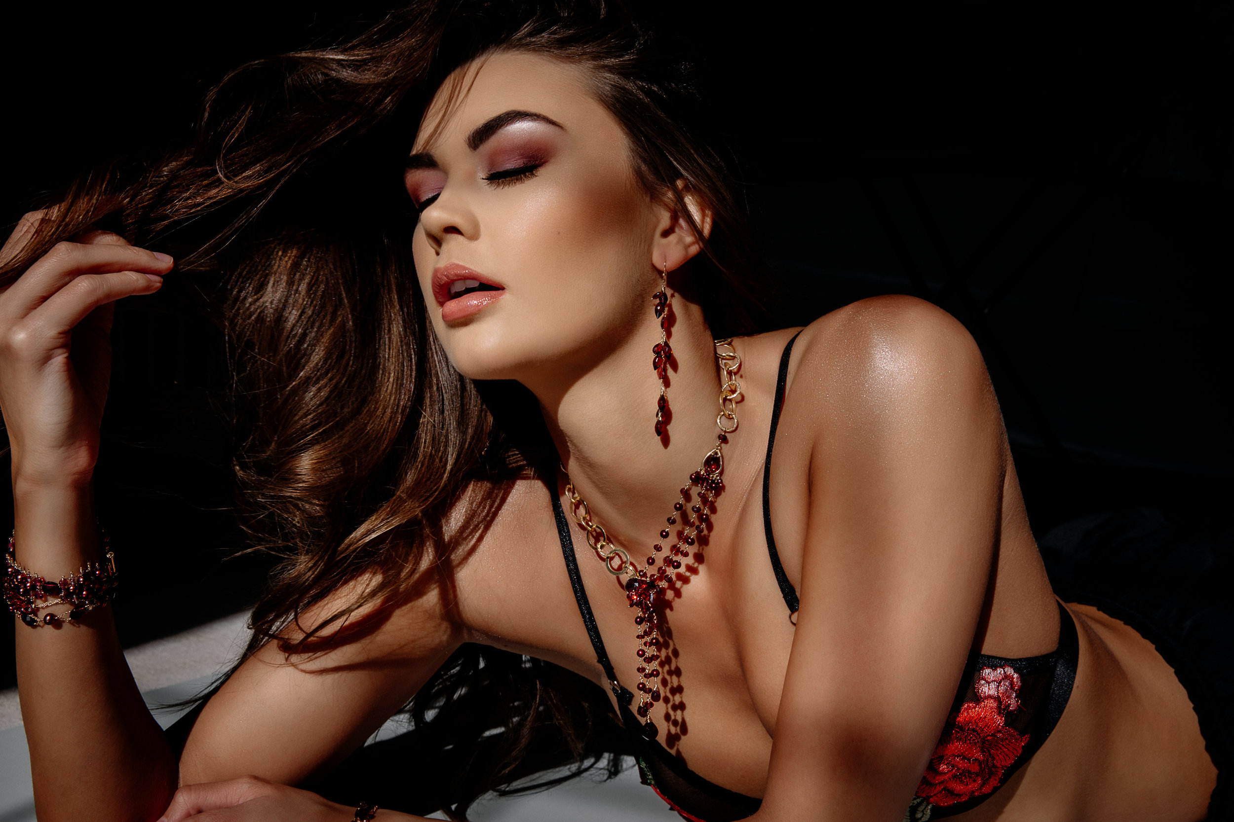 model wearing Multi chain garnet and pearl necklace