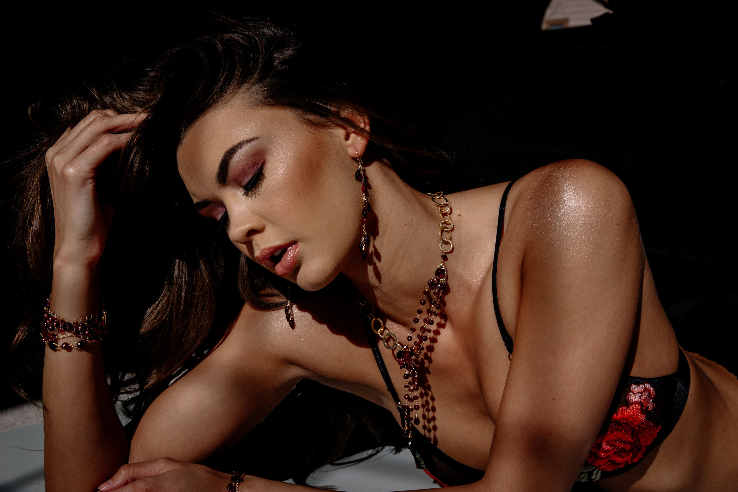 model wearing rhodolite garnet and pearl bracelet