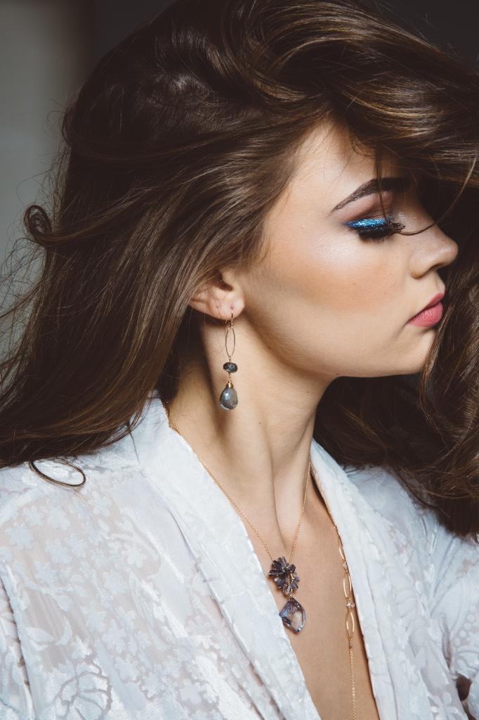 model-wearing-iolite-necklace.jpeg