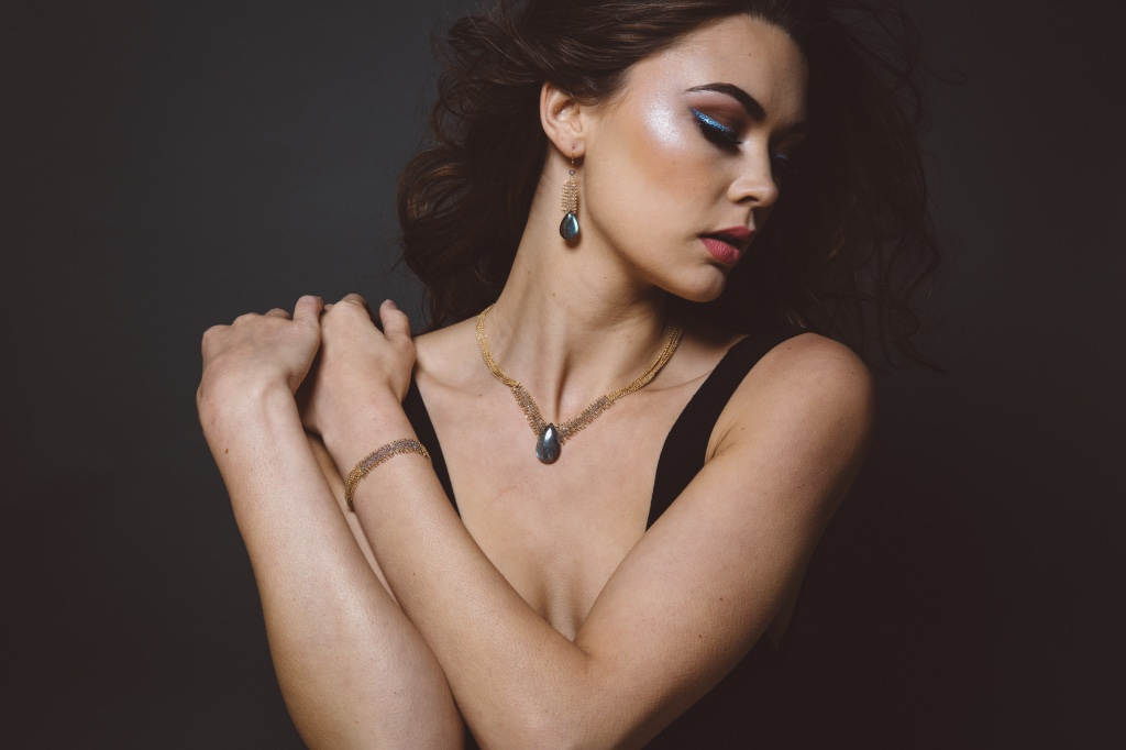 model wearing labradorite pendant and woven link chain