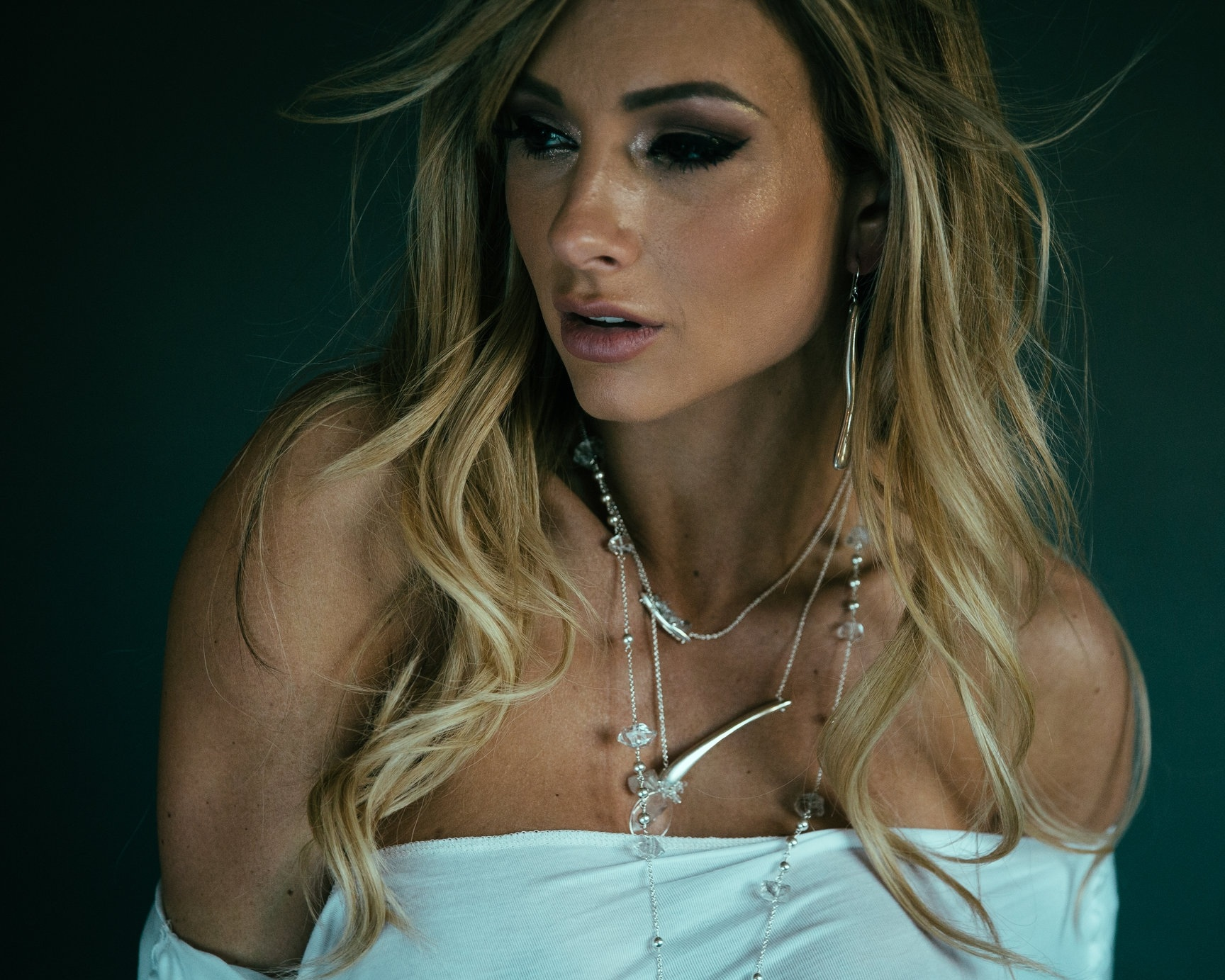 model wearing casted sterling silver bar necklace with herkimer diamonds