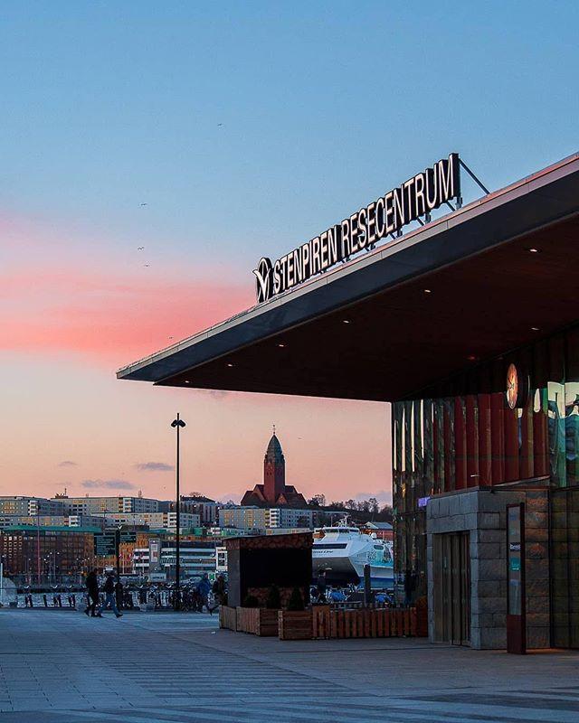 A Stenpiren framed Masthuggskrykan 😍👌📷by @david.fotografi  #thisisgbg #thisisgburg #loves_sweden #sweden #visitsweden #gothenburg #göteborg #stenpiren #sky #sverige