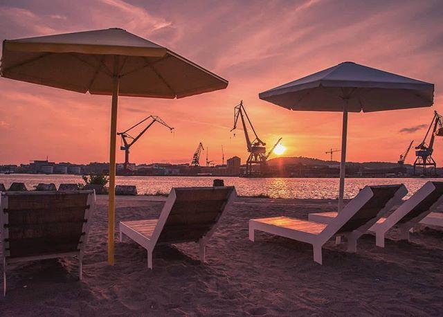 GBG Beach 🏖🌞📷 by @fredrik_lindedal #gothenburg #göteborg #thisisgbg #thisisgburg #sweden #beach #beachlife #sverige #visitsweden #visitgothenburg #cranes #schweden