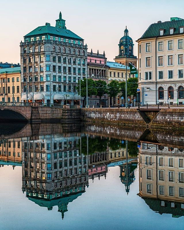 Love this shot by @photosbymackan  #domkyrkan #gothenburg #canal #reflection #gebege #thisisgburg #göteborg #visitsweden #norrameetsvästra