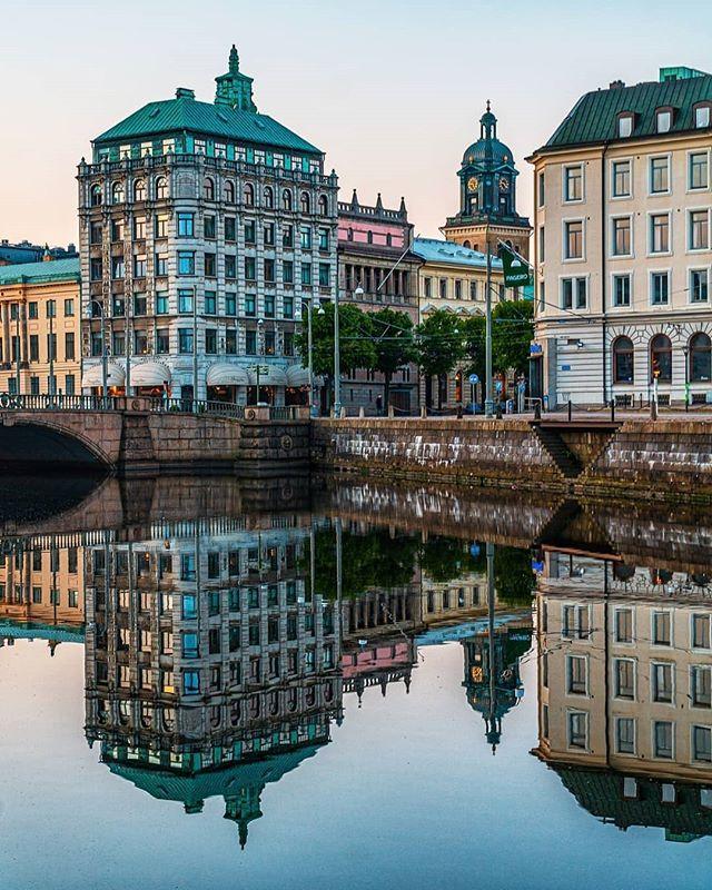 Love this shot by @photosbymackan  #domkyrkan #gothenburg #canal #reflection #gebege #thisisgburg #göteborg #visitsweden #norrameetsvästra