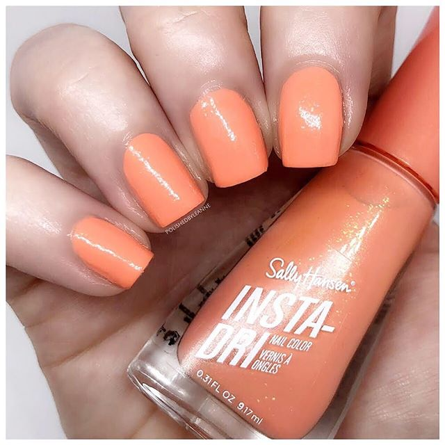 AD | Gifted  Here is Peach Buzz, one of the gorgeous new colours in the @sallyhansenuk Insta-Dri Summer Collection ☀️ Blog post goes live tomorrow 🙌🏻