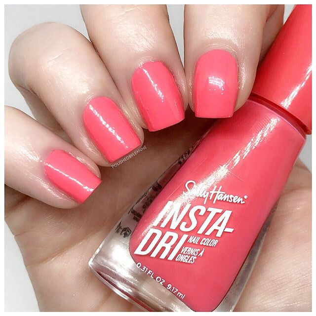 AD | Gifted  Happy Wednesday everyone! 💖 Today's swatch is Peachy Breeze by @sallyhansenuk annnd if you click the link in my bio you can check out all of my swatches plus review in my latest blog post 💅🏻🙌🏻