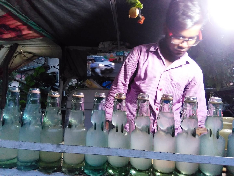 Vendor preparing lemon soda at his mobile stall, Ludhiana, 5 September 2016