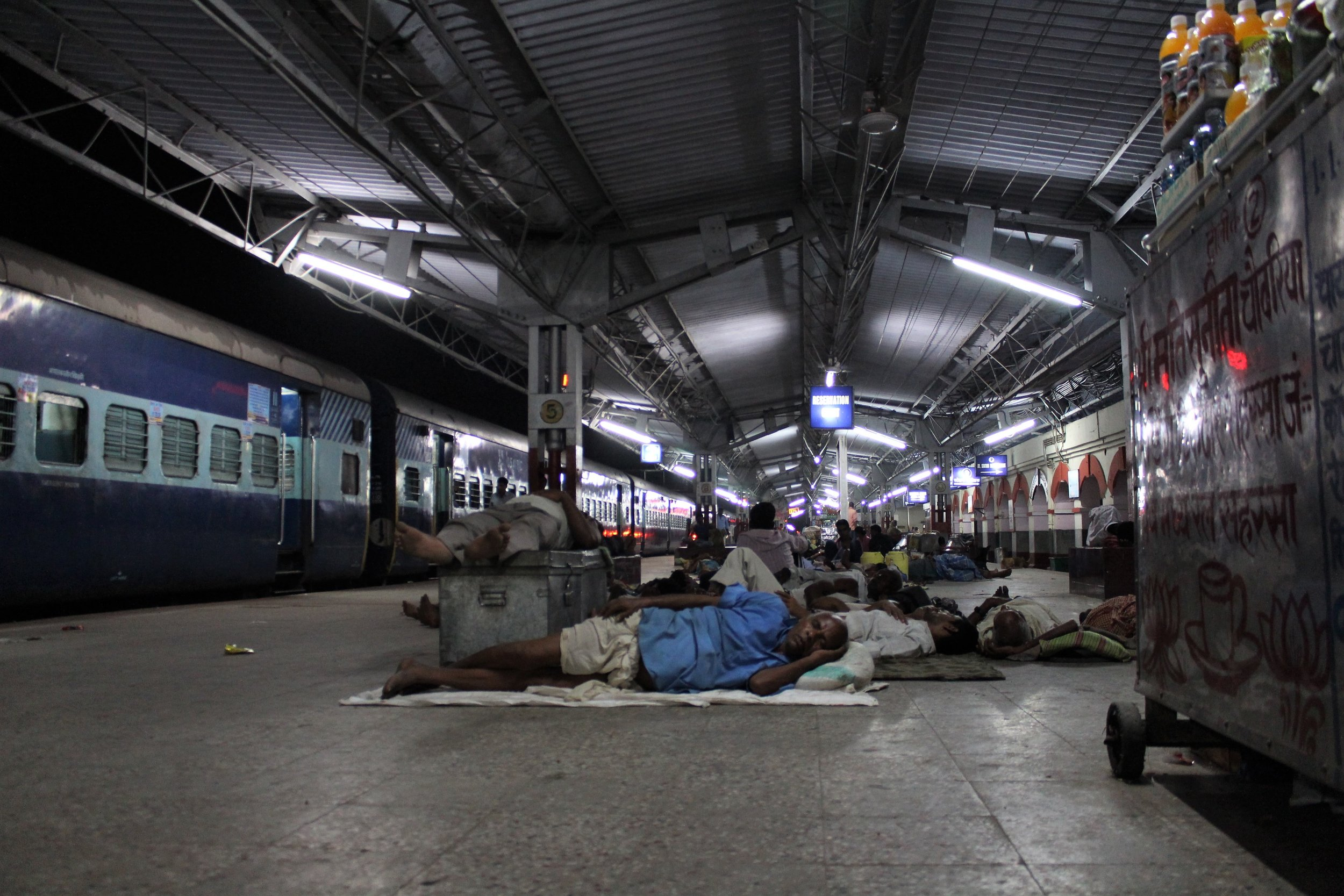 Passengers take nap at Saharsa Railway Station. Credit: Atul Anand