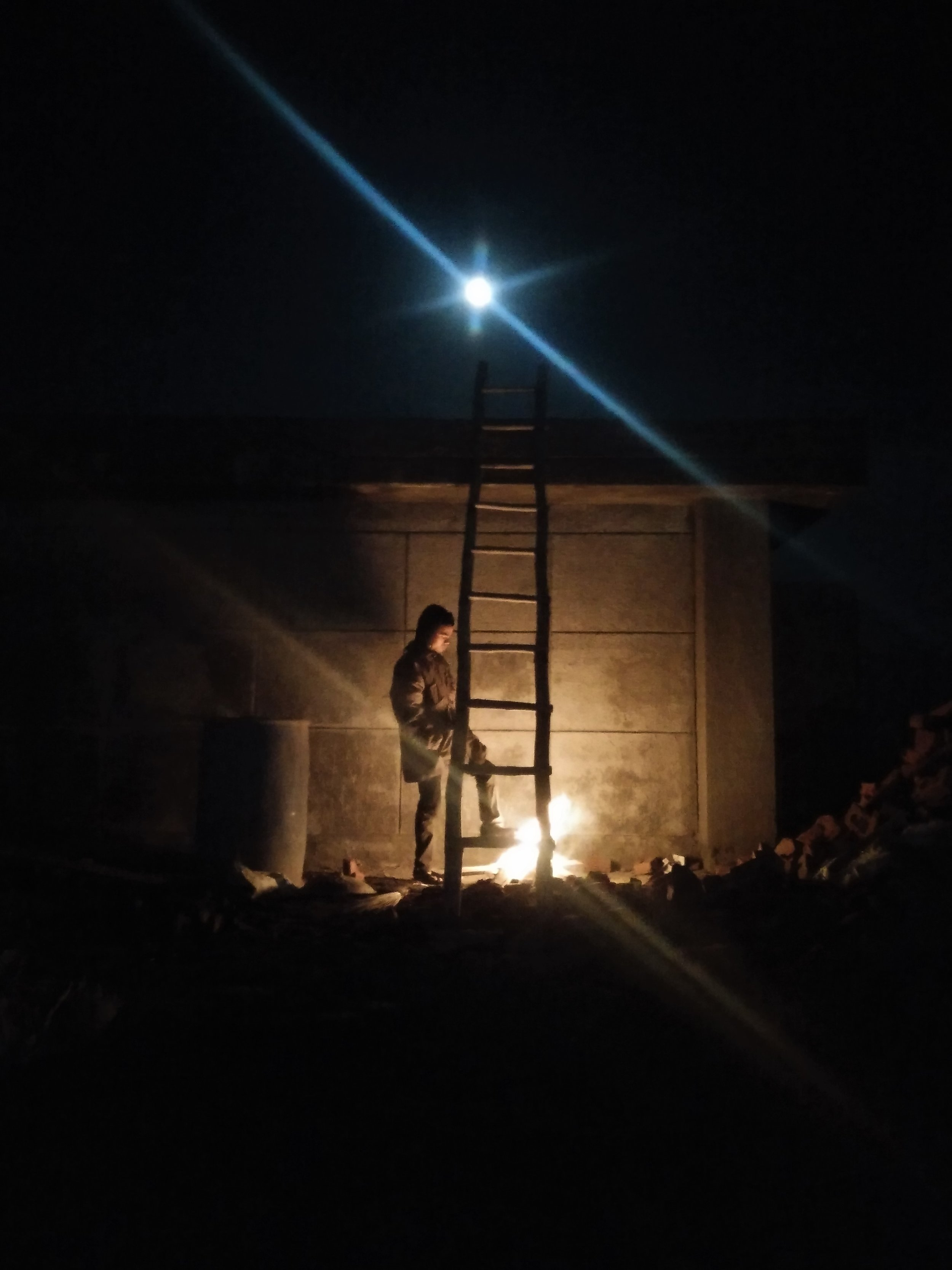 Migrant workers construct roof at midnight in December at freezing temperature in Poonchh. Credit: Ankur Jayaswal