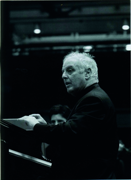 Barenboim au piano avec staatskapelle 2009.jpeg