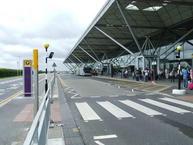Stansted_Airport_-_geograph.org.uk_-_1622006@Thomas Nugent.jpg