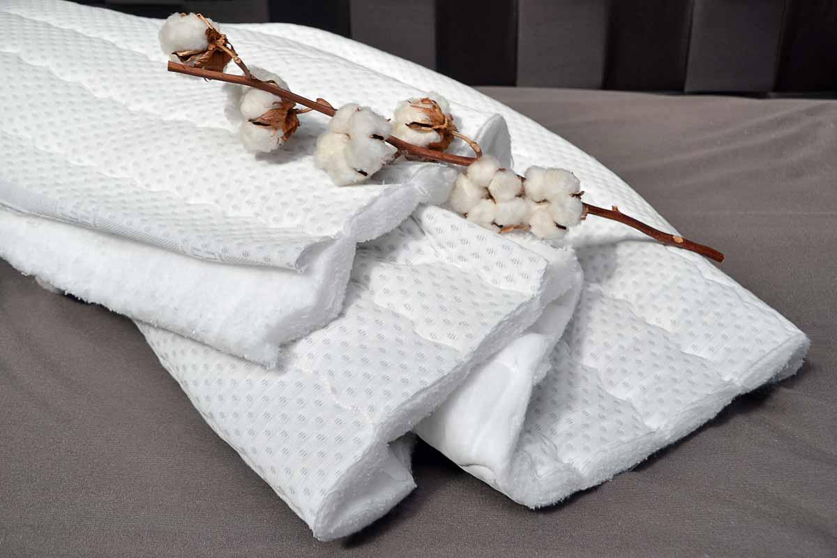 Jerseybezug mit Baumwolle - Bezugsstoff: 80 % Baumwolle, 20 % Polyesterversteppt mit 300 gr. sanforisierter Baumwollewaschbar bis 60 °C4 Seiten Reißverschluss, teilbarbesonders empfohlen bei starkem Schwitzen