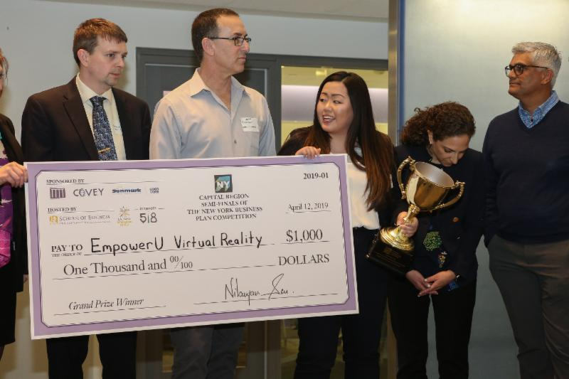 Photo: Semi Finals Winner, Yumi Kageyama, CEO of EmpowerU