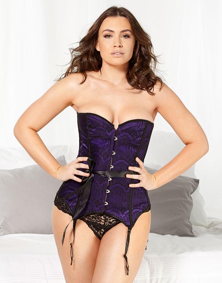 Adore Me Model Sophie Tweed-Simmons Wearing Alayna Plus