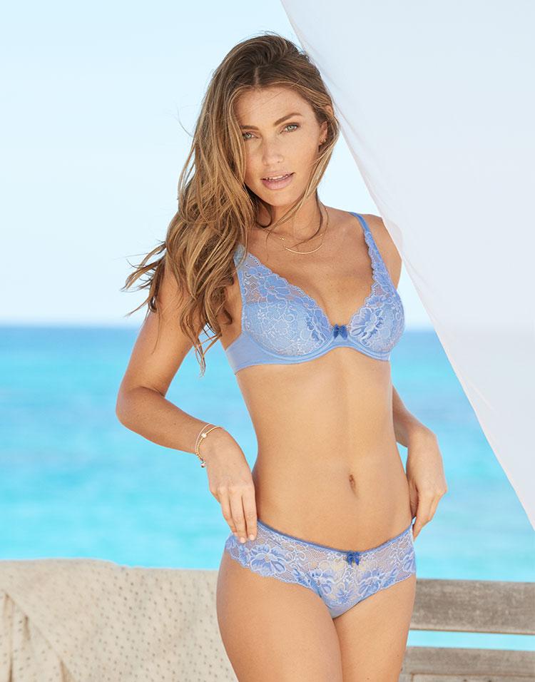 Adore Me Model Simone Villas Boas 5