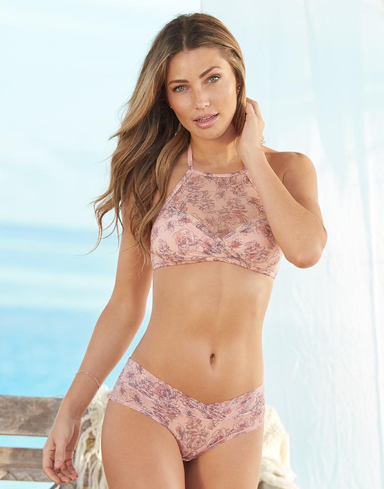 Adore Me Model Simone Villas Boas 6