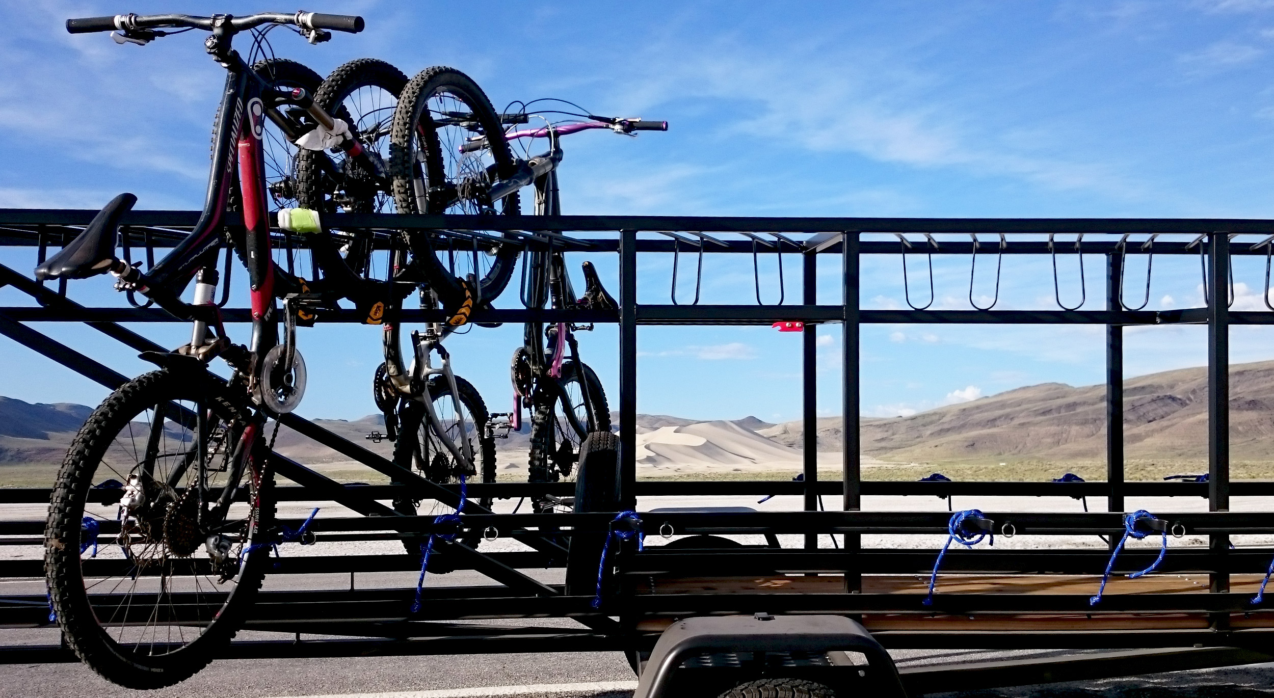 Medium Huckwagons Mountain Bike Shuttle Trailers getting loaded