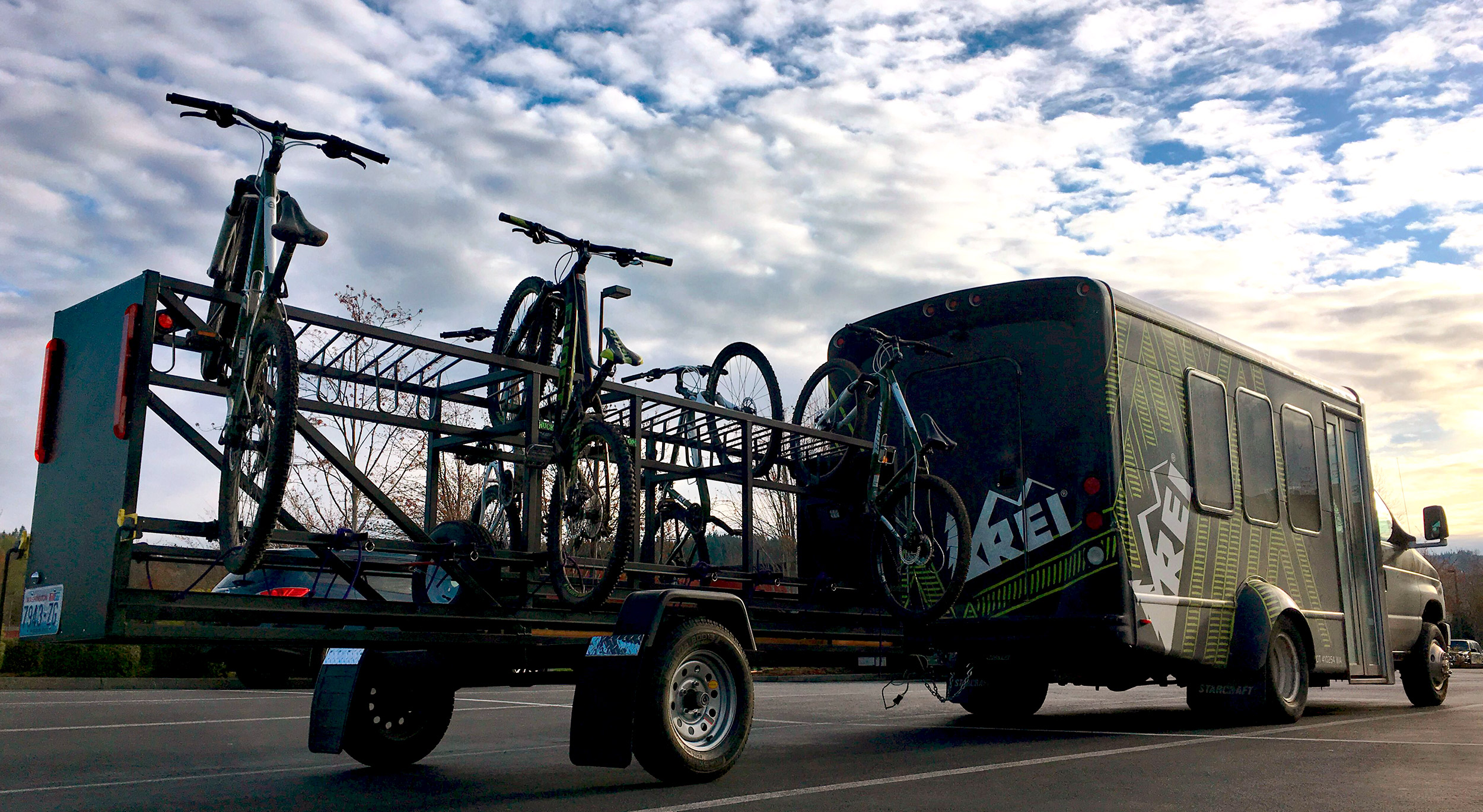 Medium Huckwagons Mountain Bike Shuttle Trailers hauling bikes for REI