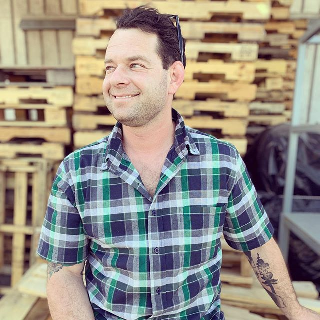 Welcome our new winemaker to Averæn -  Mordechai Kotler! Hailing from SoCal, Mordy headed north to Lindfield college and never left. In true northwest style, he enjoys craft beer, farm to table cuisine and tatts. *tbd on the full beard coming soon 🧔🏽