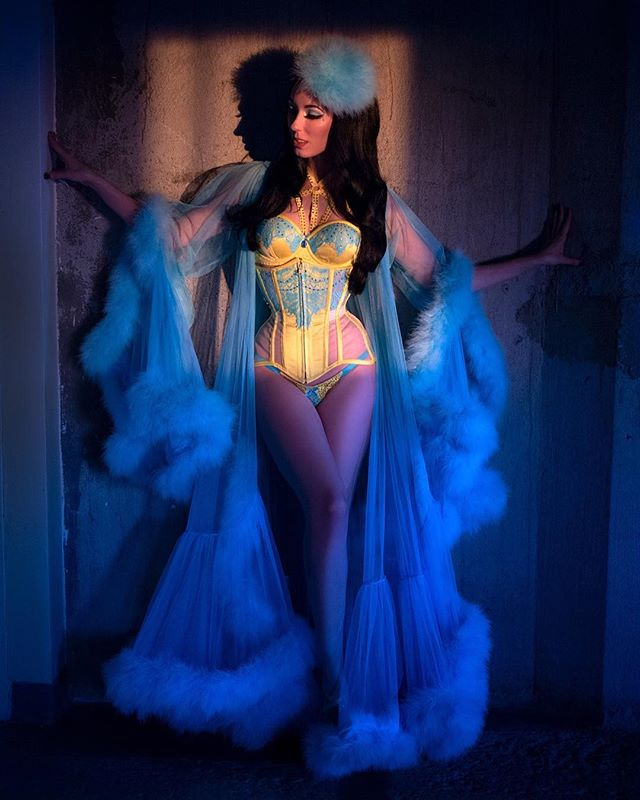 Our showgirl of the sideshow and burlyq gal @frankiesinburlesque. Photo by @shannon_brooke  #strangeforhire #sideshow #showgirl #burlesque #frankiesin