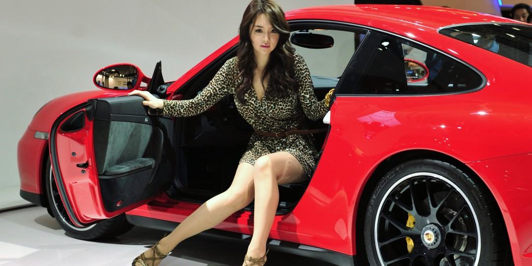 17-114759-men_pay_more_for_cars_than_women.jpg