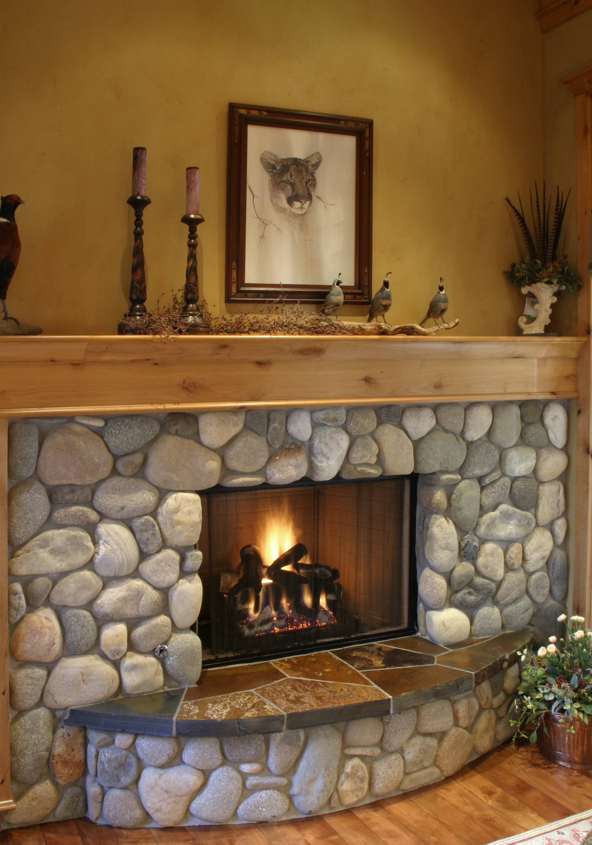 breakfast_nook_fireplace.jpg