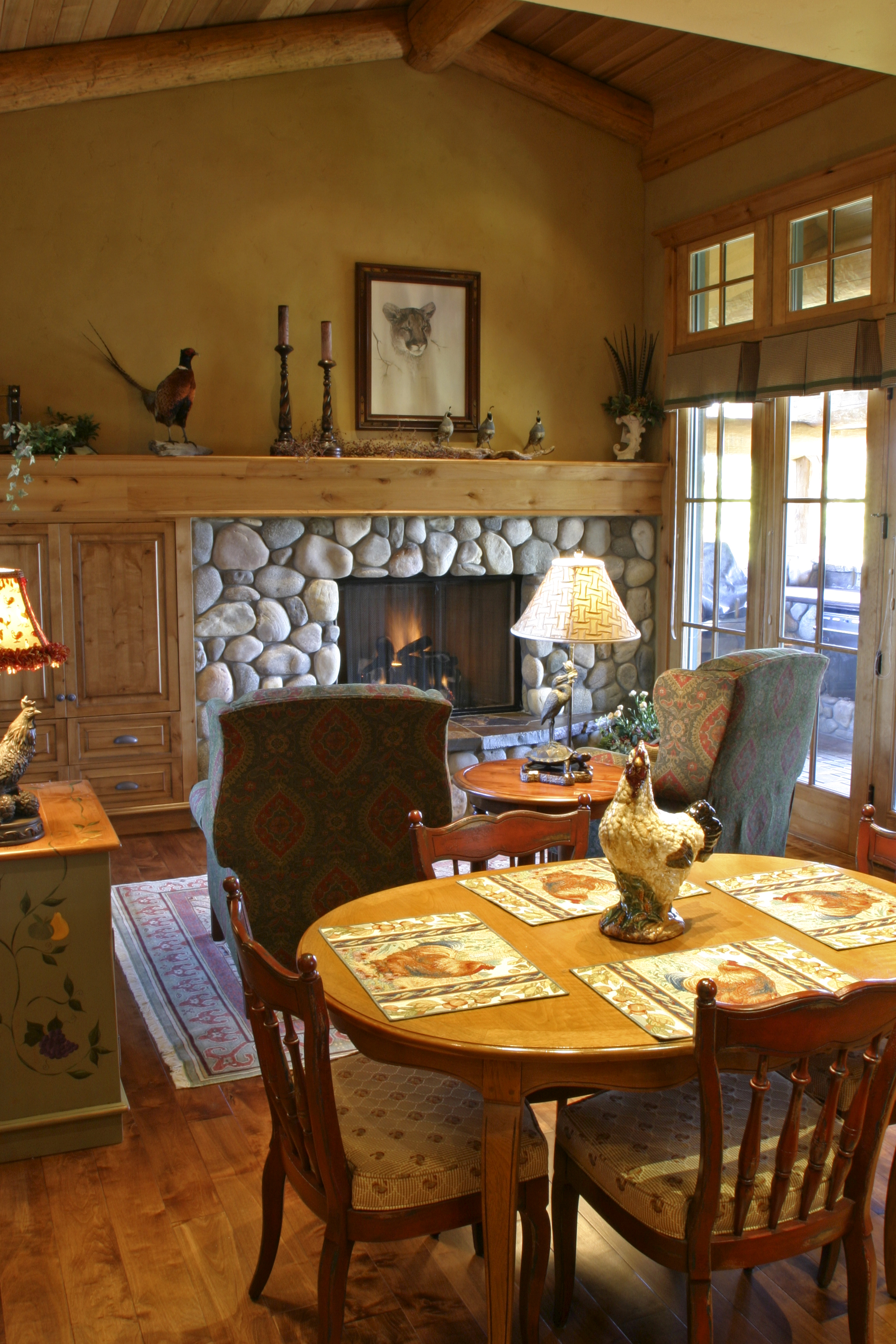 breakfast_table_fireplace.jpg
