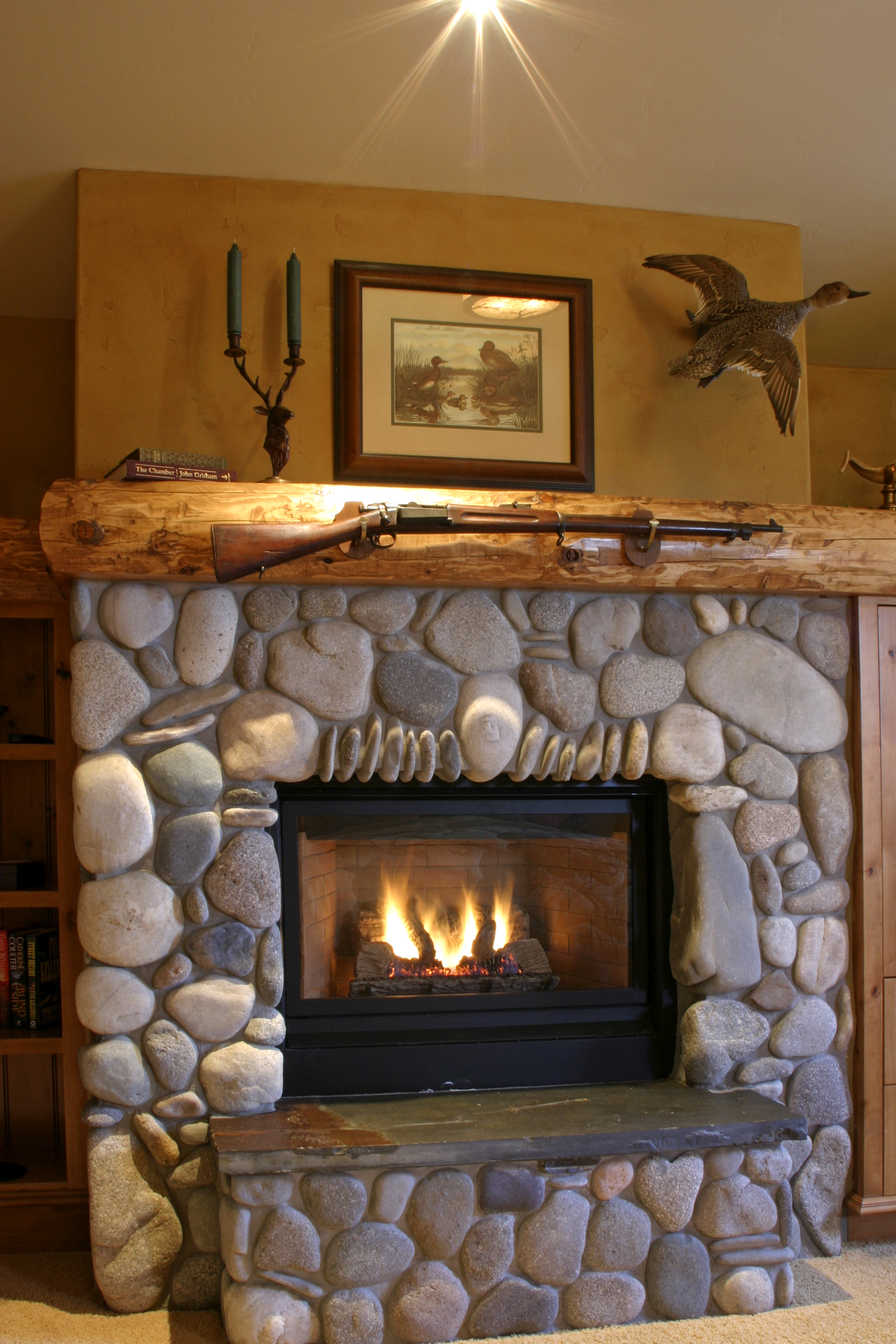 duck_bedroom_fireplace.jpg
