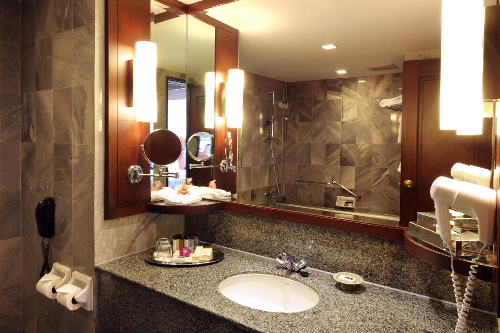 Bathroom-Rembrandt-Hotel-Bangkok.jpeg