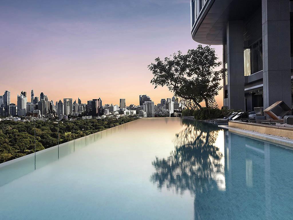 Hotell i Bangkok med pool på taket är underbart!