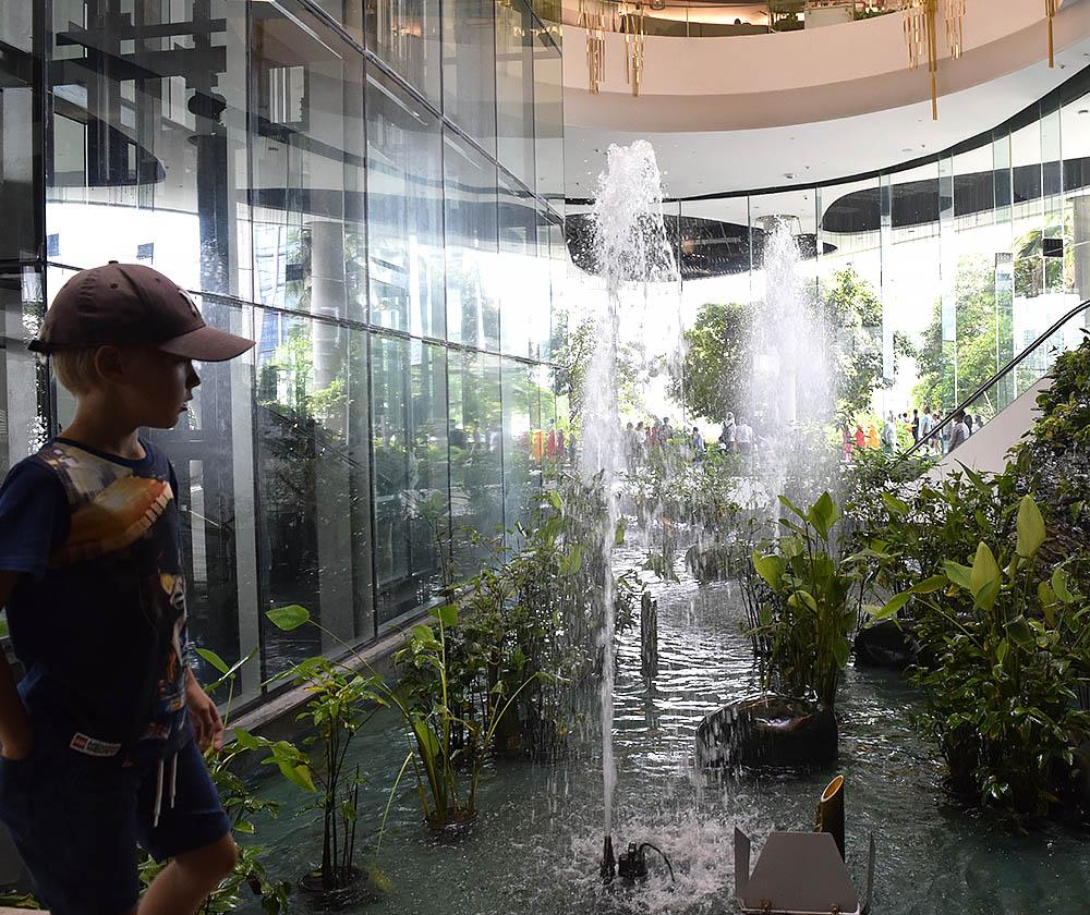 Emquartier med sin regnskog och klättervägg för barn.