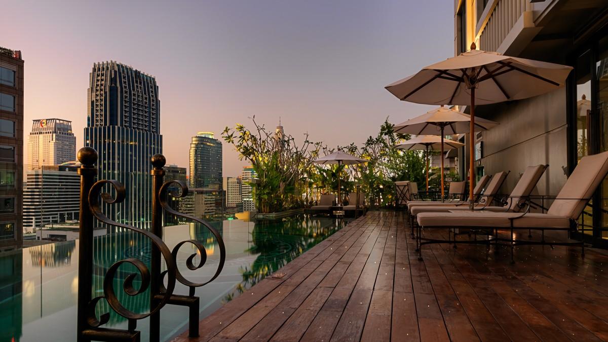 Hotel Muse är en personlig favorit, både bra rooftop pool och bar.