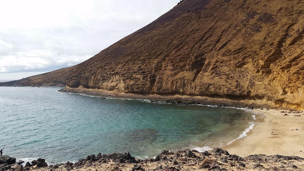 beach-2091797_1280.jpg