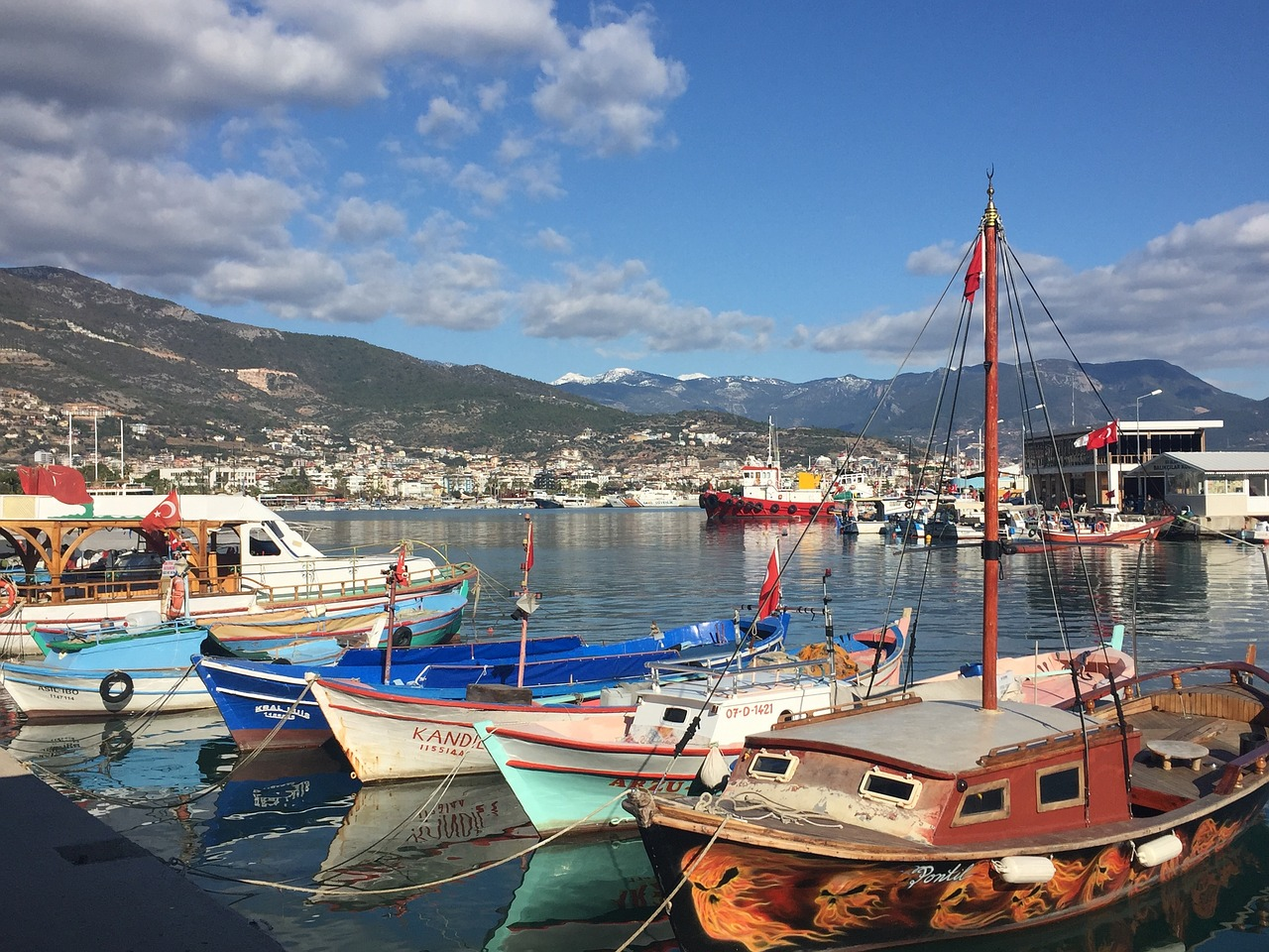 alanya-harbour-2819339_1280.jpg