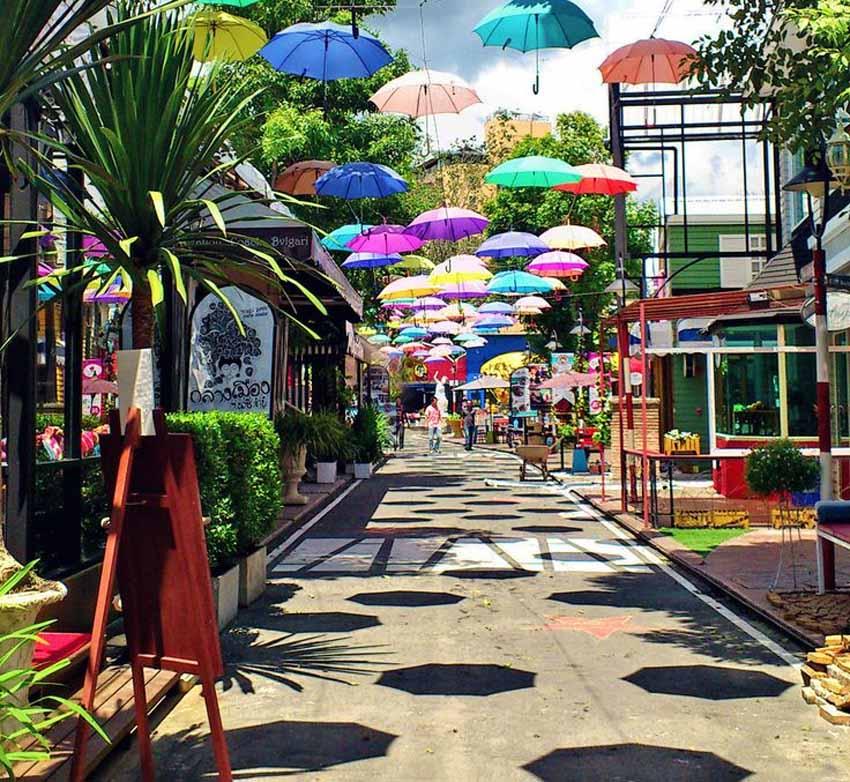 Nimmanhaemin_Road_in_Chiang_Mai.jpg